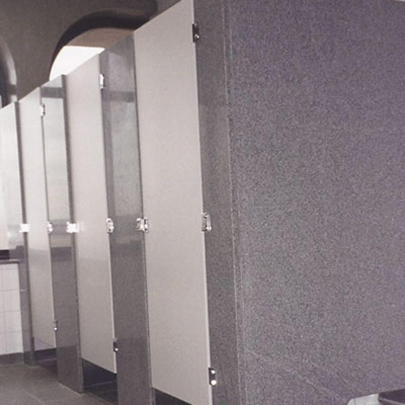 Divisória de Banheiro Feito de Granito Cinza Ibitiruna - Banheiro com Divisória de Granito