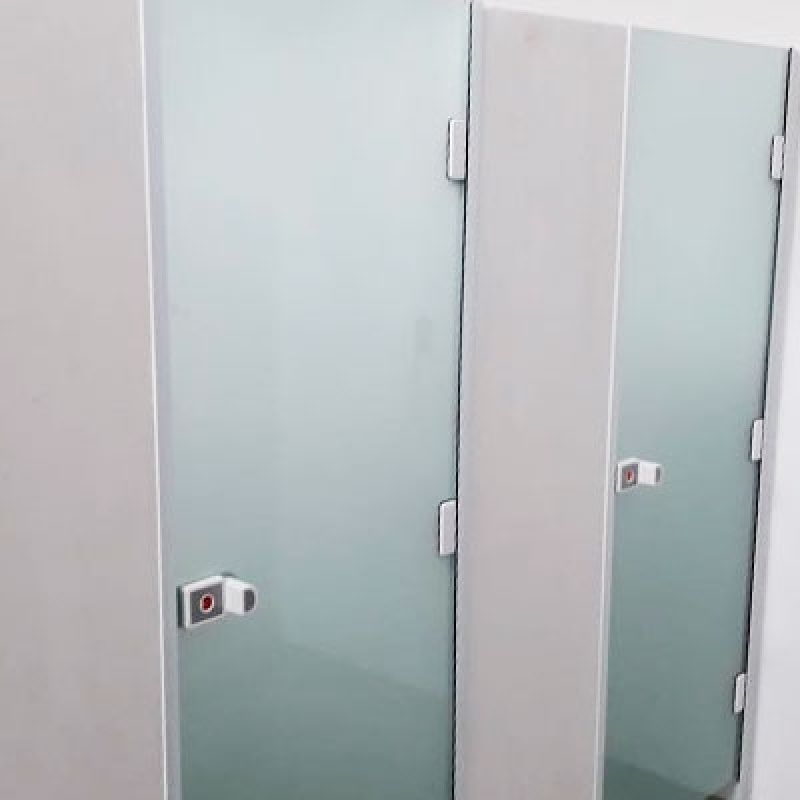 Instalação de Divisória em Vidro Temperado com Porta Correr Água de Lindóia - Divisória Vidro Temperado Instalado