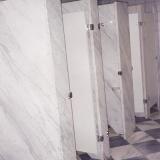 divisória de banheiro em granito Bauru