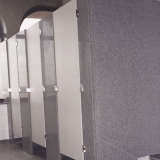 divisória de banheiro feito de granito cinza Bacaetava