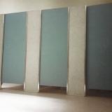 divisória com granilite para banheiro