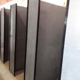 divisória de banheiro de granito