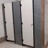 divisória de banheiro em granito