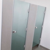 instalação de divisória de vidro temperado em banheiro Piracaia