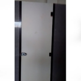 orçamento de divisória de banheiro feito de granito cinza Artur Nogueira